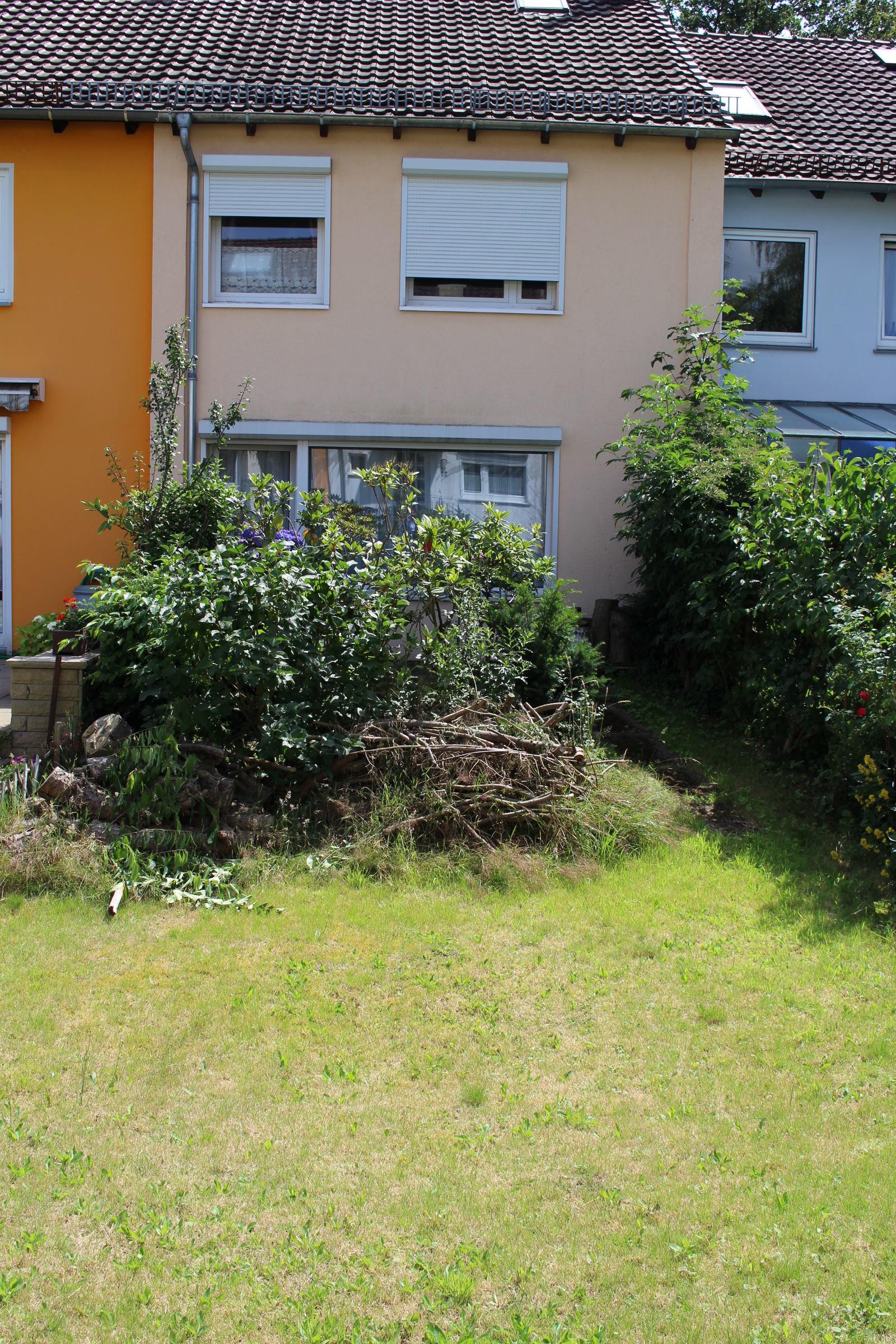 VERKAUFT: Saniertes Reihenhaus mit Garten und Ausbaureserve in ...